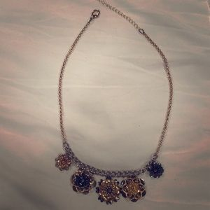 Jewelry - Gold & silver  floral necklace: costume jewelry